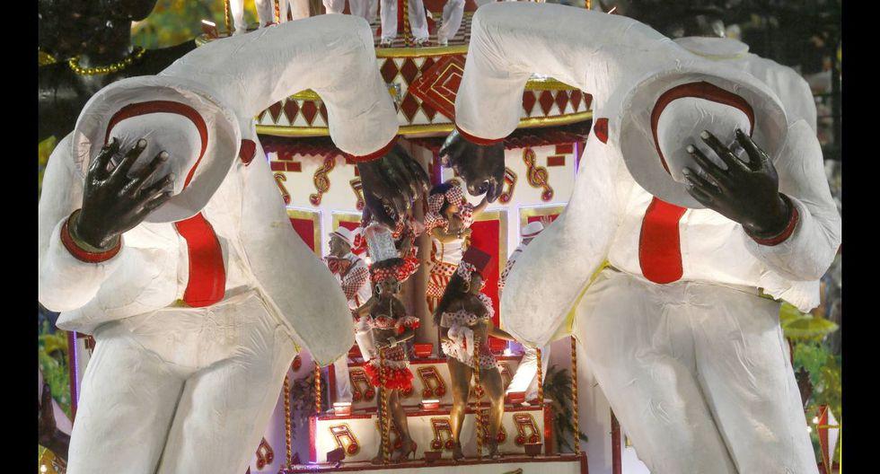 Ni la lluvia paró la fiesta en el carnaval de Río de Janeiro - 17