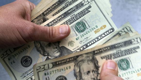 """El """"dólar blue"""" se vendía a 156 pesos en Argentina este jueves. (Foto: AFP)"""