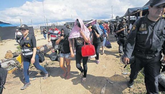 Operación en La Pampa, zona de minería ilegal en Madre de Dios, donde las mujeres son captadas por redes de explotación sexual. (Foto: archivo)