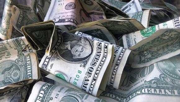En el mercado paralelo o casas de cambio de Lima, el tipo de cambio se cotiza a S/3,820 la compra y S/3,860 la venta de cada dólar. (Foto: AP)