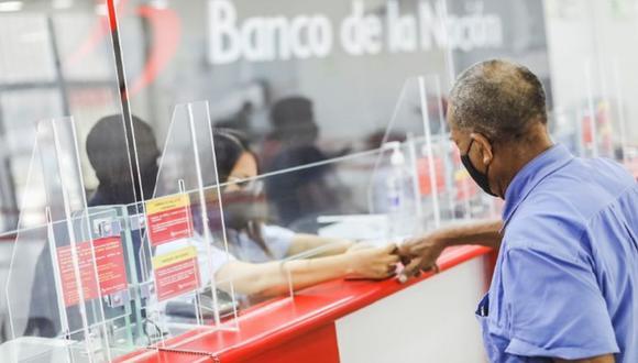 Beneficiarios del bono 600 soles ya pueden cobrar en el Banco de la Nación. (Foto: GEC)