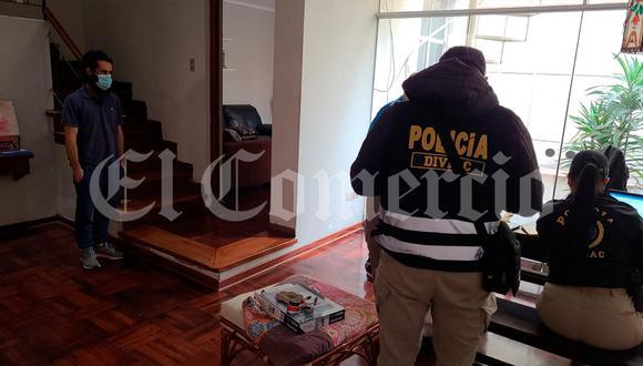 Personal del Ministerio Público y agentes de la Diviac revisan información en las casas de quienes dirigían la Asociación Amigos de Lima Metropolitana.