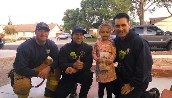 Bomberos acompañaron a una niña en su cumpleaños mientras su padre luchaba contra los incendios forestales en California - Foto: Facebook / Ventura County Fire Department