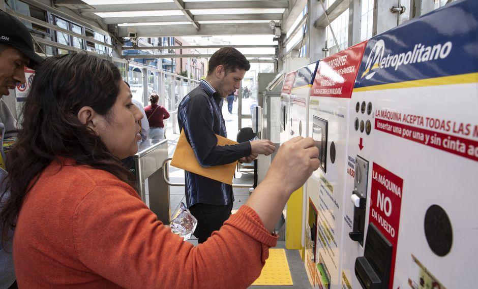 Medida ha sido tomada con alegría por parte de los usuarios, quienes vienen realizando colas para cargar sus tarjetas. (Foto: José Rojas)