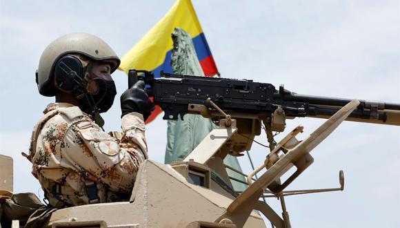 Soldados colombianos realizan ejercicios militares en el Cantón Militar de Buenavista, en La Guajira. (EFE/ Mauricio Dueñas Castañeda).