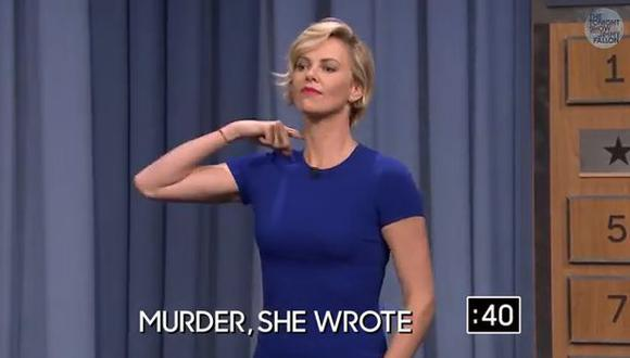 Charlize Theron demuestra así sus habilidades para las charadas