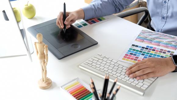 Para Oscar Mas, director de las carreras de Diseño de UCAL, esta profesión permite desarrollarse en diferentes áreas y sectores. (Foto: Shutterstock)