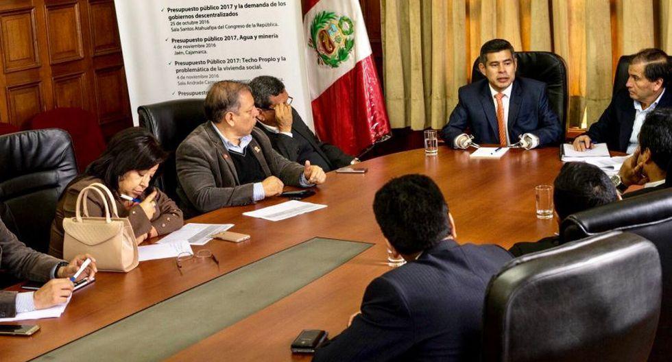 El presidente del Congreso, Luis Galarreta, se reunió con la mayoría de los integrantes de la bancada Frente Amplio. (Twitter: Justiniano Apaza)