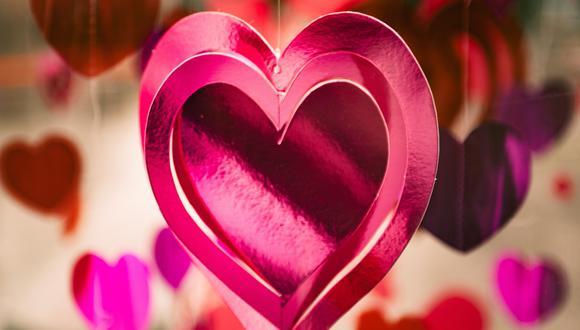 """Socialmente, estamos programados para creer cosas como que debemos buscar a una persona que """"nos complete"""", que solo seremos felices si encontramos amor en alguien más, en una relación que todo lo puede."""