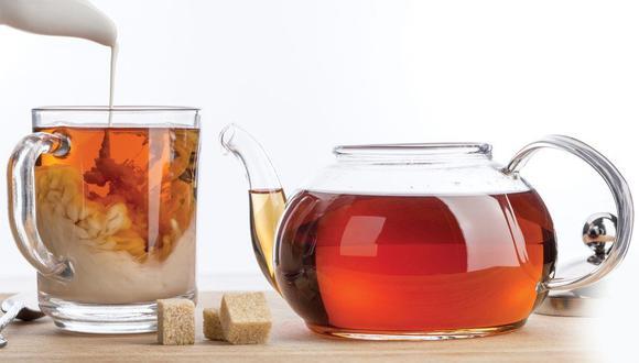 Especialistas aseguran que agregar té con leche no sería la mejor opción, ya que 'acabaría' con los beneficios de ambas bebidas (Foto: Pixabay)
