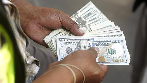 El tipo de cambio cotizaba a S/3.310 la compra y a S/3.320 la venta en el mercado paralelo este lunes. (Foto: GEC)