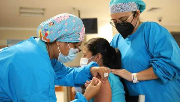 En la última etapa se tiene previsto vacunar a las personas de 18 a 59 años. (Foto: Minsa)