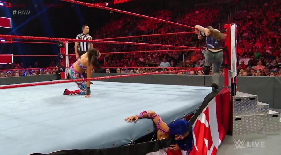 Alexa Bliss y Nikki Cross vs. Sasha Banks y Bayley. (Foto: Twitter)