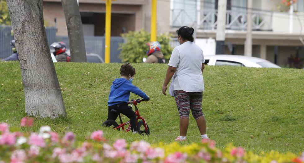 Varios menores salieron ayer a las calles con triciclos. (Foto: Violeta Ayasta/GEC)