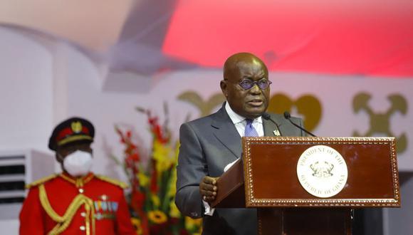 Coronavirus: El presidente de Ghana, Nana Akufo-Addo, recibe la primera dosis de vacuna gratuita Covax en el mundo contra el covid-19. (Foto: Nipah Dennis / AFP).