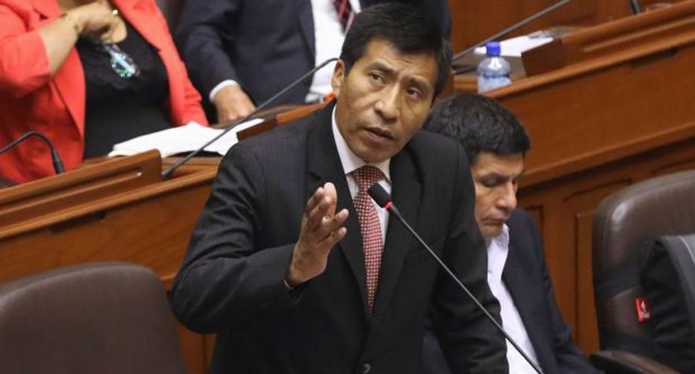 Moisés Mamani, legislador de Fuerza Popular, grabó audios y videos que dan cuenta de un presunto negociado para evitar la vacancia del ex presidente Pedro Pablo Kuczynski. (Foto: Reuters)