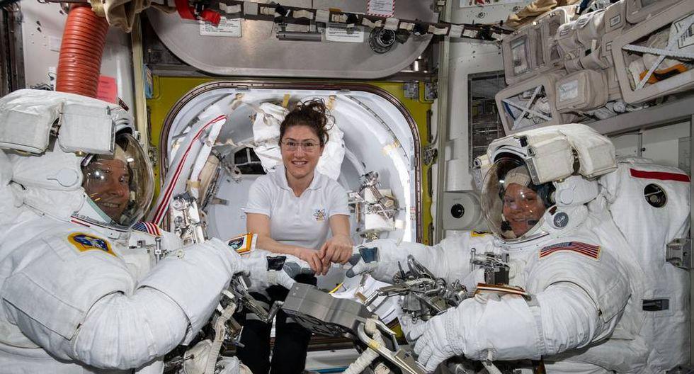Los astronautas Nick Hague (izquierda), Christina Koch (centro)  y Anne McClain. (Foto: NASA)