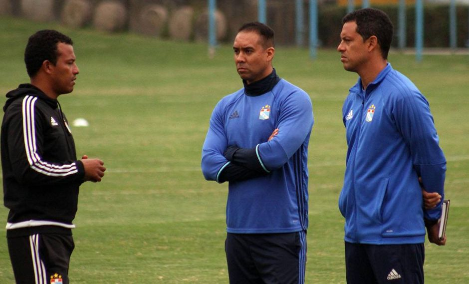 Directivos de Sporting Cristal convencieron al joven estratega para que se haga cargo del equipo principal el resto de la temporada