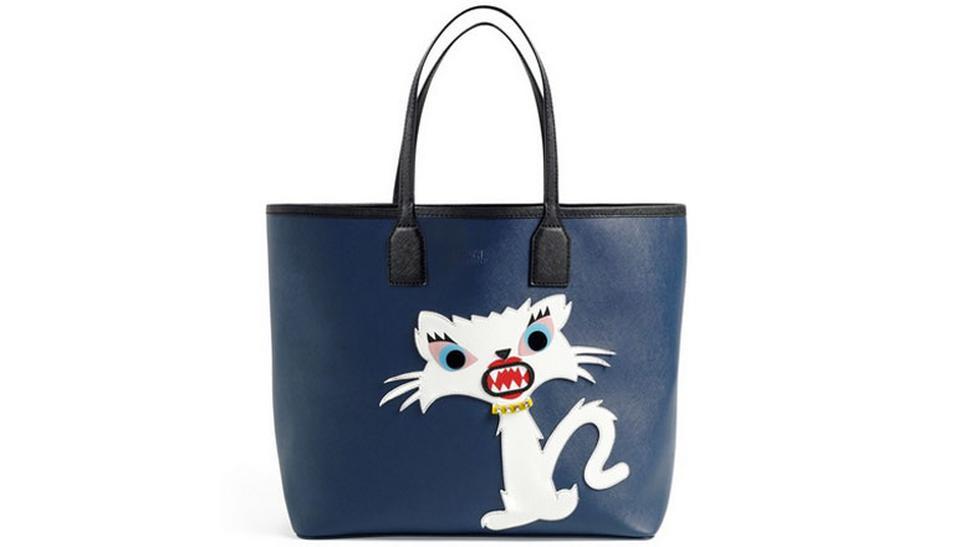 ¿Llevar un gato en la cartera? Karl Lagerfeld lo hace posible - 1