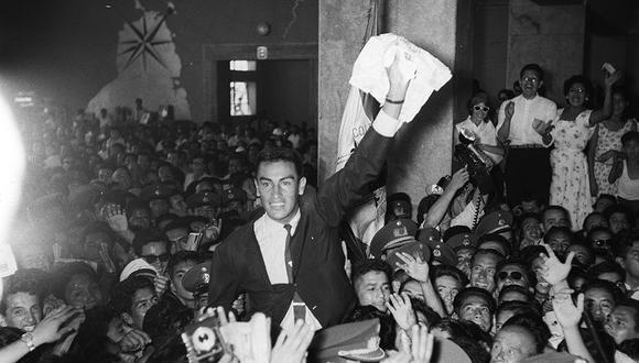 El 22 de marzo de 1959, Alejandro Olmedo llegó al Aeropuerto de Limatambo luego de ser campeón mundial de Copa Davis. (Foto: Archivo Histórico El Comercio)