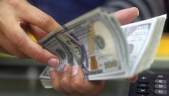 En el mercado paralelo, el tipo de cambio cotizaba a S/3,320 la compra y a S/3,370 la venta este martes. (Foto: GEC)