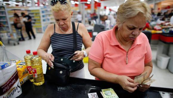 Venezolanos dependen cada vez más de los envíos desde EE.UU.
