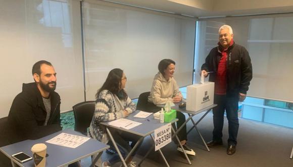 Se instalan las primeras mesas de votación para la Segunda Elección Presidencial 2021 en Wellington, Nueva Zelanda. (Foto: Twitter   Cancillería Perú)