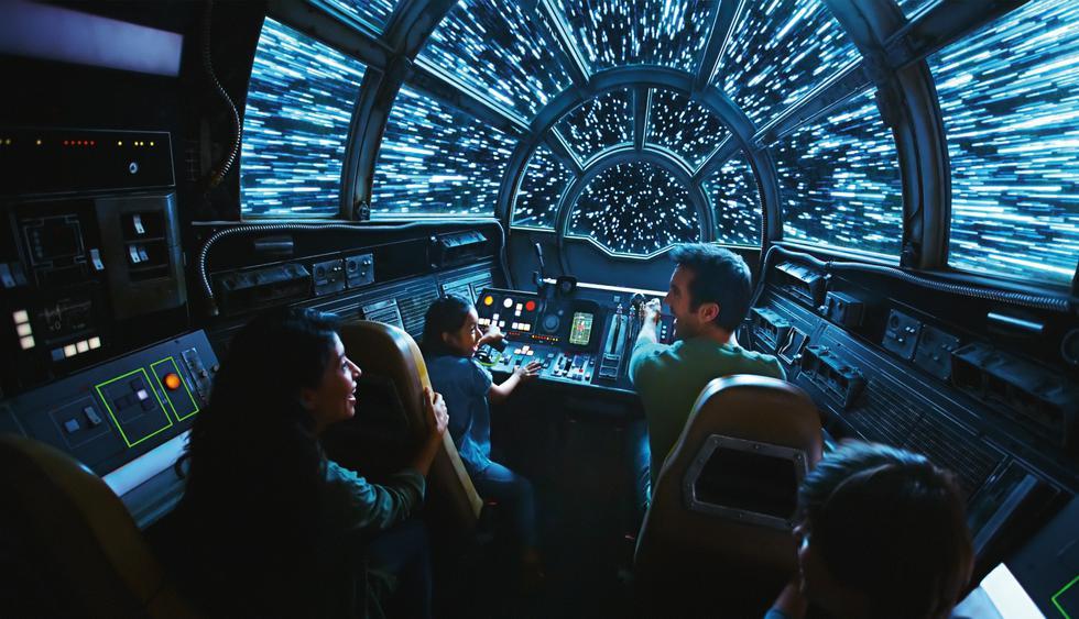 Prepárate para tomar el control de la nave más famosa de la galaxia en Millennium Falcon: Smugglers Run.    (Foto: Disney World)