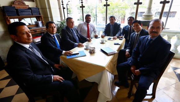 """Momentos previos a la firma del """"Acuerdo por la Gobernabilidad"""", entre Acción Popular, APP, Somos Perú y Podemos Perú en el Gran Hotel Bolívar. (Foto: Hugo Curotto / El Comercio)"""