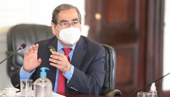 Ministro de Salud indicó que si un laboratorio negocia con el sector privado para comprar vacunas contra el COVID-19, el Gobierno no tiene por qué impedirlo | Foto: PCM