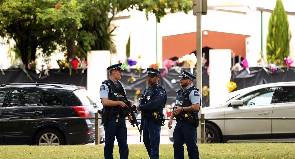 La policía de Nueva Zelanda cuida el perímetro de las mezquitas atacadas el viernes en Christchurch. (AFP)
