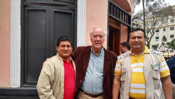 De izquierda a derecha: Leonardo Inga Sales, Víctor Andrés García Belaunde y Santiago Arancibia, durante las elecciones internas de Acción Popular. (Foto: Facebook de Santiago Arancibia)
