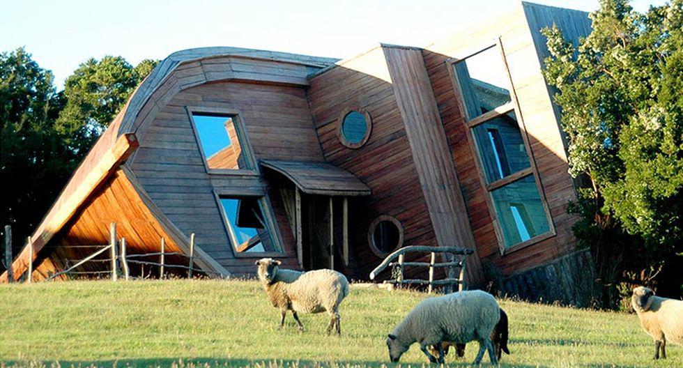 Ubicado en la isla de Chiloé, en Chile, el hotel fue construido alrededor de los restos de un barco naufragado. (Foto: espejodeluna.cl)