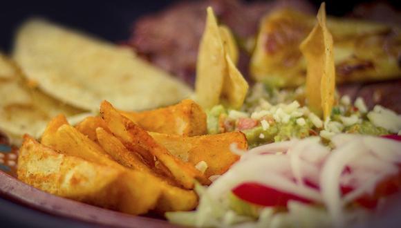 Las quesadillas quedan aún más sabrosas con una salsa pico de gallo de tomate verde. (Foto: Pixabay)
