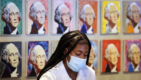 Para algunos estadounidenses, la recomendación de dejar de usar mascarilla para los completamente vacunados fue un error que ahora se paga. (Foto: Getty Images).