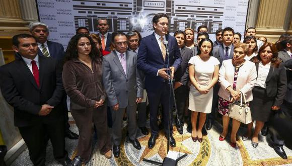 Congresistas de Fuerza Popular cuestionaron que el fiscal José Pérez Gómez allane las viviendas de Jaime Yoshiyama y Augusto Bedoya. (Foto: Congreso)