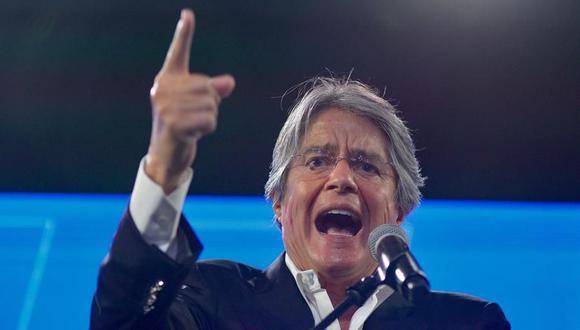 Guillermo Lasso pronuncia un discurso tras los primeros resultados electorales en Ecuador. (EFE/ Santiago Fernández).