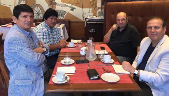 Sergio Markarián se reunió con directiva de la FPF en Uruguay