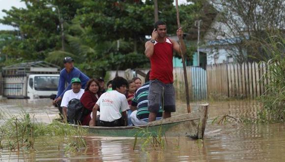 Madre y gemelos desaparecen en río Huallaga tras naufragio
