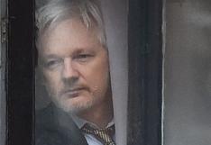 """Julian Assange dice que """"oye voces"""" en la cárcel y tiene pensamientos suicidas"""
