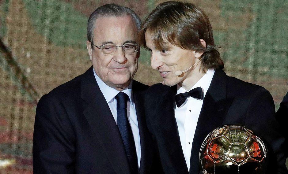 """Florentino Pérez llenó de elogios a Luka Modric luego de que alzara el Balón de Oro 2018. """"Él representa perfectamente el talento de nuestro club"""", enfatizó. (Foto: EFE)"""