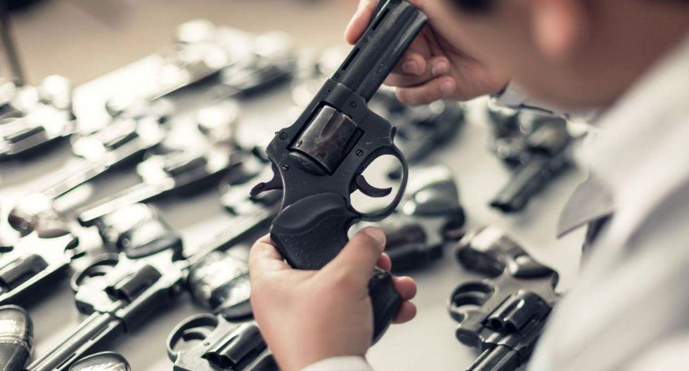"""""""En el Perú, las fuentes de armas para la delincuencia son básicamente el contrabando, y la policía y las fuerzas armadas, algunos de cuyos miembros alquilan o venden armas""""."""