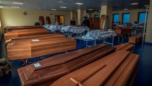El cementerio de Bérgamo, en Italia, ha colapsado por el coronavirus. Los ataúdes son llevados por el ejército para ser incinerados en otras ciudades. Foto: EFE