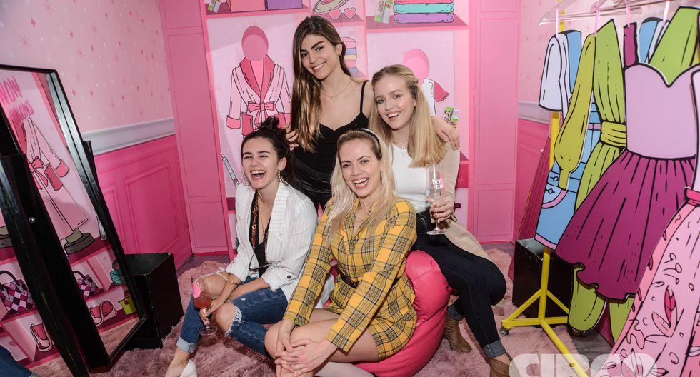 Jessica Abreau, rodeada de Briana Botto, Jimena López Maya y Adriana Bravo Mejía.