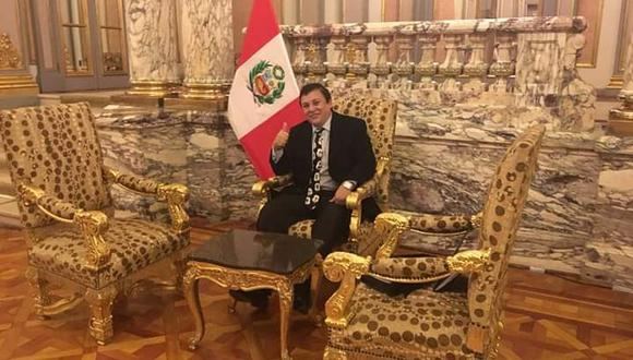 Richard Swing compartió esta foto en Palacio de Gobierno el 23 de agosto del 2018 en Facebook. (Foto: Richard Cisneros / Facebook)
