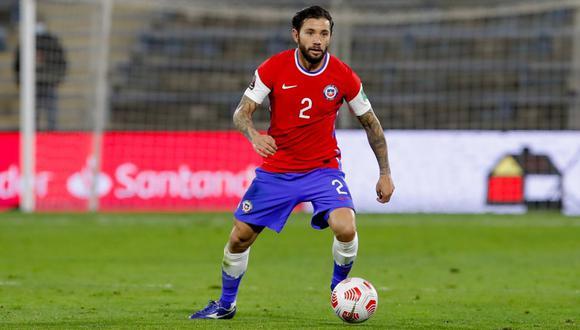Eugenio Mena fue desconvocado y no jugará ante Perú. (Foto: AP)