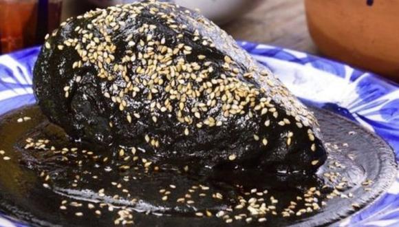 El mole oaxaqueño es un platillo que se suele comer en el Día de los Muertos en México (Foto: Pinterest Kiwilimon)