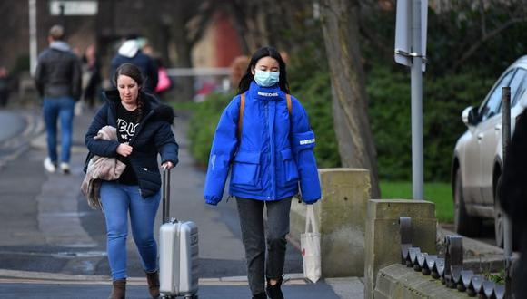 En el Reino Unido hay 13 afectados con el mal, del que fueron contagiados fuera del país. En Italia, el COVID-19 ya ha causado siete muertos y más de 200 contagiados. (Foto referencial / AFP)