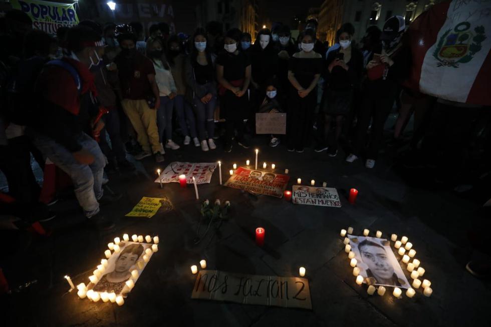 En la plaza San Martín se concentraron ciudadanos para realizar una vigilancia por las muertes de los Jordan Inti Sotelo Camargo y Jack Bryan Pintado Sánchez durante las protestas. (Foto:César Bueno @photo.gec)