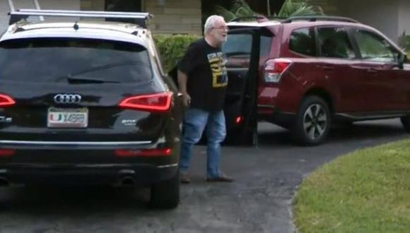 Bruce Bagley fue abordado por la prensa afuera de su casa tras conocerse de la acusación de lavado de dinero en su contra. (Foto: CBS Miami, vía BBC Mundo).